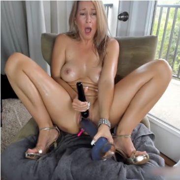 MILF anyuka kamon masztizik otthon