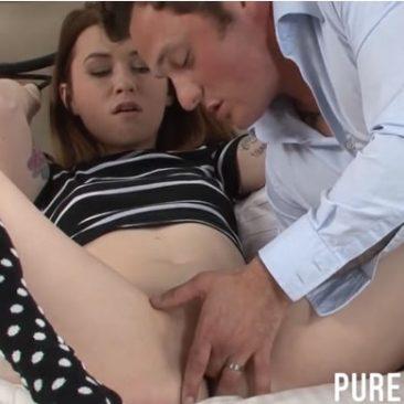 Tini lány és új apuka családi szex